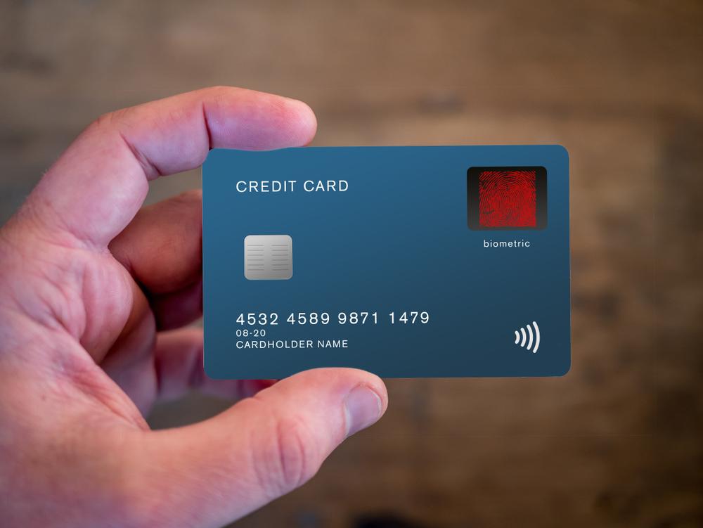 Cartão de crédito com sensor biométrico de identificação inteligente